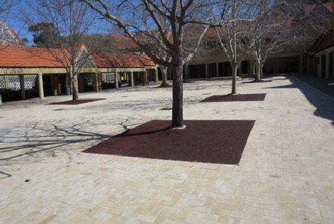 John-XXIII-College-Rubber-Mulch